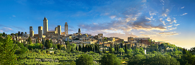 Long shot of the medieval defensive towers of San Gimignano at sunset, Tuscany, Italy