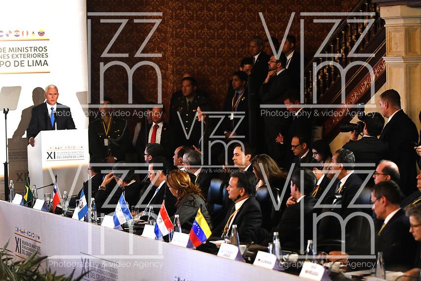 BOGOTÁ – COLOMBIA, 24-02-2019: Mike Pence Vicepresidente de Estados Unidos de América habla a los asistentes durante la 11ª reunión de Ministros de Relaciones Exteriores del Grupo de Lima en Bogotá, Colombia. El grupo de 14 miembros de Lima, que incluye a la mayoría de los paises latinoamericanos. Es la primera reunión en la que Venezuela participará como miembro del grupo de Lima, representado por el presidente interino Juan Guaido. / Mike Pence Vice President of the United States of America, speaks to the attendees during the 11th Lima Group Foreign Ministers meeting in Bogota, Colombia. The 14-member Lima Group, which includes most Latin American. It is first meeting in which Venezuela will participate as a member of the Lima group, represented by the Acting President Juan Guaido. Photo: VizzorImage / Luis Ramírez / Staff.
