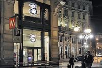"""- Milan, store of mobile phone company """"3"""" in Cordusio..square....- Milano, punto vendita della compagnia di telefonia mobile """"3"""" in piazza Cordusio"""