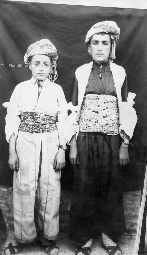 Irak 1960?.Sheih Nazir et Sheik Abdullah, young boys of the Barzani