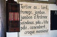 """Europe/Belgique/Flandre/Flandre Occidentale/Watou : Le menu est sur le mur à l'estaminet """"Au Nouveau Saint-Eloi"""""""