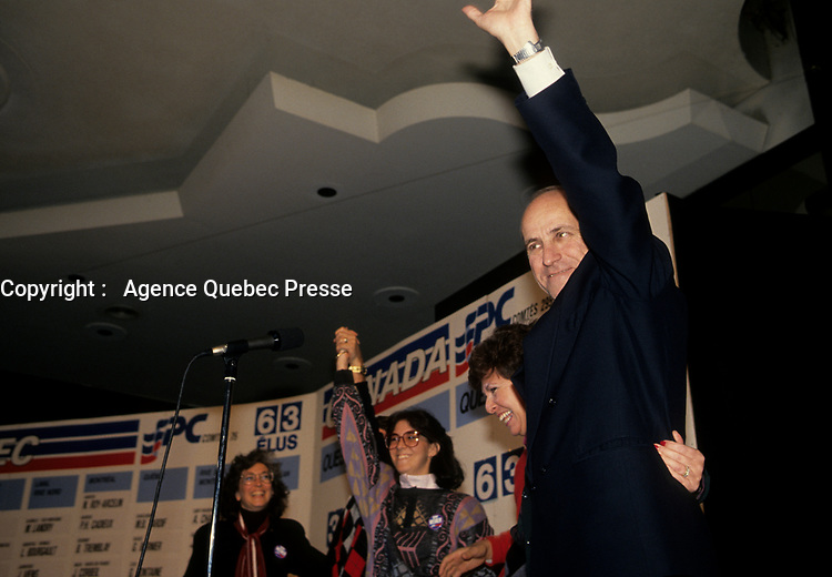 November 11, 1988 7 File Photo - Montreal, Quebec, CANADA - Conservative Candidate gerry weiner gets elected