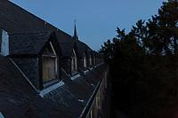 """Das ehemalige St. Josefsheim Waldniel-Hostert, Fuehrung durch das Heim mit der Kentschool Security Group,  [das Josefsheim ist ein ehemaliges Franziskaner-Heim fuer Kinder mit Behinderung, nach 1937 war es die Kinderfachabteilung der Provinzial Heil- und Pflegeanstalt, in dieser Zeit wurden ca. 100 Kindern mit Behinderung durch die Nationalsozialisten ermordet, von 1963 bis 1991 britische Kent-School], heute leerstehende Ruine, [Treffpunkt fuer """"Geisterjaeger""""], Nacht, Nachtaufnahme, unheimlich, gruselig, lost place, lost places, moderne Ruine, Gebaeude, Fassade, aussen, niemand, Verfall, verfallen, Gedenkstaette, Euthanasie, Kindereuthanasie, Naziverbrechen, Verbrechen, Behinderung, Nationalsozialismus, Nazi-Zeit, Drittes Reich, Geschichte, Historie, Josefs-Heim, Europa, Deutschland, Nordrhein-Westfalen, Viersen, Schwalmtal, 08/2013<br /> <br /> Engl.: Europe, Germany, North Rhine-Westphalia, Viersen, Schwalmtal, former St. Josefsheim Waldniel-Hostert, guided tour through the home with the Kentschool Security Group, building, exterior view, ruin, night, memorial site, euthanasia, mercy killing, crime, disability, National Socialism, Third Reich, history, the Josefsheim is a former home managed by Franciscan monks for disabled children, after 1937 the National Socialists killed approx. 100 disabled children there, from 1963 - 1991 British Kent-School, August 2013"""