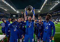Olivier Giroud of Chelsea lifts the winning trophy during the UEFA Champions League Final match between Manchester City and Chelsea at The Estdio do Drago, Porto, Portugal on 29 May 2021. PUBLICATIONxNOTxINxUK Copyright: xAndyxRowlandx PMI-4238-0247 <br /> Oporto 29/05/2021 <br /> Champions League Final <br /> Manchester City Vs Chelsea <br /> Photo Imago/Insidefoto <br /> ITALY ONLY