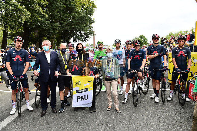 Tribute to the late Nicolas Portal before the start of Stage 9 with Francois Bayrou Mayor of Pau and Team Ineos Grenadiers who Nicolas worked for as a D.S. for many years, Tour de France 2020, running 153km from Pau to Laruns, France. 6th September 2020. <br /> Picture: ASO/Alex Broadway | Cyclefile<br /> All photos usage must carry mandatory copyright credit (© Cyclefile | ASO/Alex Broadway)