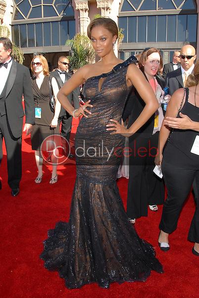 Tyra Banks<br />arriving at the 58th Annual Primetime Emmy Awards. The Shrine Auditorium, Los Angeles, CA. 08-27-06<br />Scott Kirkland/DailyCeleb.com 818-249-4998