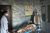 Fahrt in den Operationssaal. Es ist ein großer chirurgischer<br />Eingriff und sehr gefährlich für den Patienten, Mikrobakterien<br />können zurückbleiben, das Immunsystem ist stark geschwächt, der<br />Prozess kann sich weiter fortsetzen. // Moldova is still the poorest country of Europe. Hopes to join the European Union are high. After progress in the past years tuberculosis is on the rise again. The number of new patients raise since 2010 and is on a level that has not been reached since the late 90s.