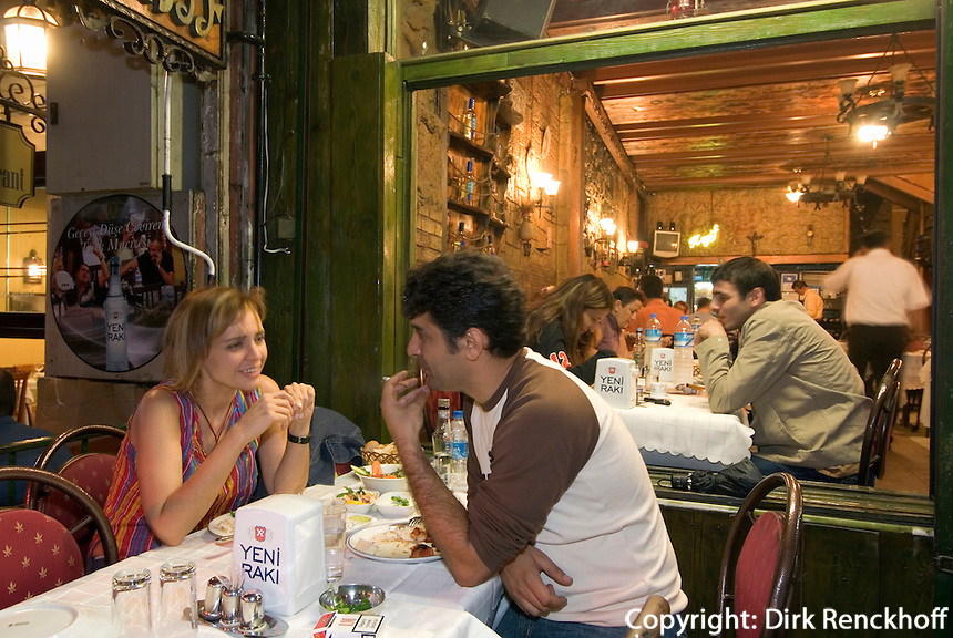 Türkei, Restaurant im Kneipenviertel Nevizade  im Stadtteil Beyoglu  in Istanbul