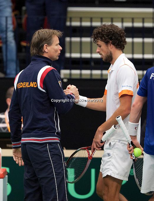 10-02-12, Netherlands,Tennis, Den Bosch, Daviscup Netherlands-Finland, Loting, Robin Haase wordt gefeliciteerd door captain Jan Siemerink