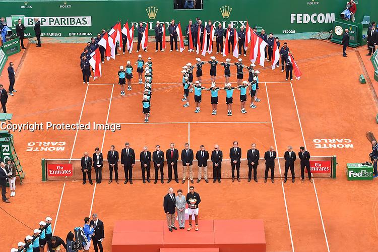 Le prince Albert II de Monaco, Elisabeth Ann de Massy et Rafael Nadal durant la finale du Monte Carlo Rolex Masters 2017 qui a opposé Rafael Nadal à Albert Ramos-Vinolas sur le court Rainier III du Monte Carlo Country Club à Roquebrune Cap Martin le 23 avril 2O17. Nadal a remporté le match en 2 sets, 6/1 - 6/3. Il remporte ici ce tournoi pour la dixième fois.