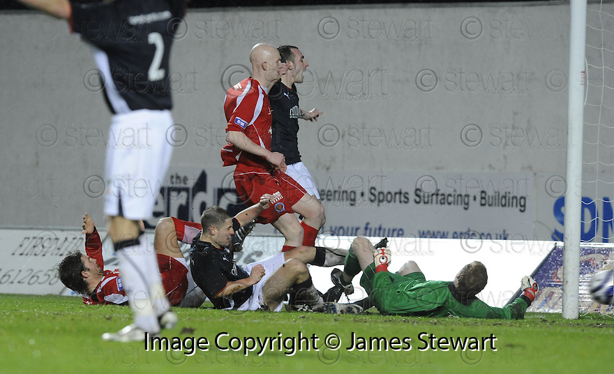 10/01/2009  Copyright Pic: James Stewart.File Name : sct_jspa17_falkirk_v_qots.GRAHAM BARRETT SCORES FALKIRK'S THIRD.James Stewart Photo Agency 19 Carronlea Drive, Falkirk. FK2 8DN      Vat Reg No. 607 6932 25.Studio      : +44 (0)1324 611191 .Mobile      : +44 (0)7721 416997.E-mail  :  jim@jspa.co.uk.If you require further information then contact Jim Stewart on any of the numbers above.........
