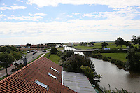 Blick vom Balkon der Greetsieler Zwillingsmühle auf den Kanal