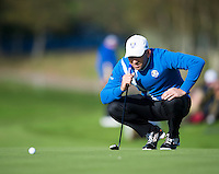 26.09.2014. Gleneagles, Auchterarder, Perthshire, Scotland.  The Ryder Cup.  Sergio Garcia (EUR) lines up a putt during Friday Fourballs.