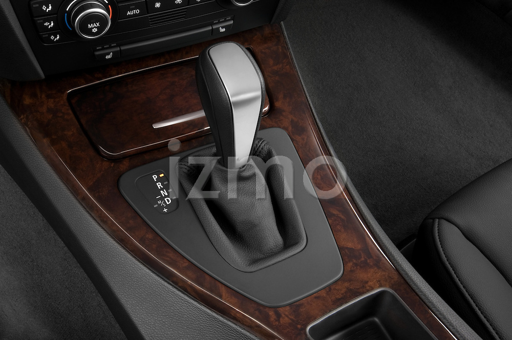 Gear shift detail view of a 2005 - 2008 BMW 3-Series 328i Wagon.