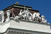 Eingang zum Prunksaal der Nationalbiblithek am Josefsplatz, Wien, Österreich, UNESCO-Weltkulturerbe<br /> Entrance to the state room of National Library, Josefsplatz, Vienna, Austria, world heritage