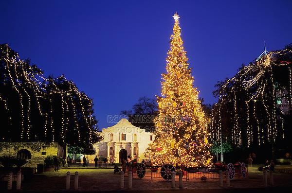 The Alamo with Christmas lights, San Antonio Missions National Historic Park, San Antonio,Texas, USA