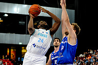 GRONINGEN - FIBA Basketbal-bubbel. Donar - Allianz Swans Gmunden seizoen 2021-2022, 29-09-2021, Donar speler Lotanna Nwogbo met Gmunden speler Daniel Koppel