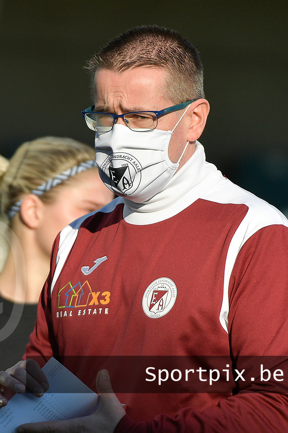 Aalst's assistant coach Raymond Loose  pictured during a female soccer game between Eendracht Aalst and Racing Genk on the fifth matchday of the 2020 - 2021 season of Belgian Scooore Womens Super League , Saturday 28 th of November 2020  in Aalst , Belgium . PHOTO SPORTPIX.BE | SPP | DIRK VUYLSTEKE