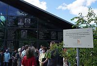 Mörfelden-Walldorf 05.07.2020: Protest am Horvath-Zentrum <br /> Versammlung zum Protest gegen die Zerstörung an der Gedenkstätte des KZ-Außenlagers in Walldorf<br /> Foto: Vollformat/Marc Schüler, Schäfergasse 5, 65428 R'eim, Fon 0151/11654988, Bankverbindung KSKGG BLZ. 50852553 , KTO. 16003352. Alle Honorare zzgl. 7% MwSt.