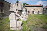 """Skulpturen in der Gedenkstaette KZ-Osthofen in Rheinland-Pfalz.<br /> Das Konzentrationslager wurde kurz nach der Machtuebernahme der Nationalsozialisten im Jahr 1933 als eines der ersten Konzentrationslager in einer stillgelegten Papierfabrik errichtet. Hier wurden Sozialdemokraten, Juden und Kommunisten in sog. """"Schutzhaft"""" genommen. Viele von ihnen wurden spaeter ermordet.<br /> Das Konzentrationslager bestand ca. 1 1/2 Jahre bis 1934.<br /> 1.9.2021, Osthofen<br /> Copyright: Christian-Ditsch.de"""