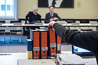 """6. Sitzung des 2. Untersuchungsausschusses <br /> der 18. Wahlperiode des Berliner Abgeordnetenhaus - """"BER II"""" - am Freitag den 23. November 2018.<br /> Der Ausschuss soll die Ursachen, Konsequenzen und Verantwortung fuer die Kosten- und Terminueberschreitungen des im Bau befindlichen Flughafens """"Berlin Brandenburg Willy Brandt"""" aufklaeren.<br /> Als oeffentlicher Tagesordnungspunkt war die Beweiserhebung durch Vernehmung des Zeugen Horst Amann vorgesehen. Amman  war von August 2012 bis November 2013 Technikchef am Flughafen Berlin Brandenburg.<br /> Im Bild: Ausschussakten.<br /> 23.11.2018, Berlin<br /> Copyright: Christian-Ditsch.de<br /> [Inhaltsveraendernde Manipulation des Fotos nur nach ausdruecklicher Genehmigung des Fotografen. Vereinbarungen ueber Abtretung von Persoenlichkeitsrechten/Model Release der abgebildeten Person/Personen liegen nicht vor. NO MODEL RELEASE! Nur fuer Redaktionelle Zwecke. Don't publish without copyright Christian-Ditsch.de, Veroeffentlichung nur mit Fotografennennung, sowie gegen Honorar, MwSt. und Beleg. Konto: I N G - D i B a, IBAN DE58500105175400192269, BIC INGDDEFFXXX, Kontakt: post@christian-ditsch.de<br /> Bei der Bearbeitung der Dateiinformationen darf die Urheberkennzeichnung in den EXIF- und  IPTC-Daten nicht entfernt werden, diese sind in digitalen Medien nach §95c UrhG rechtlich geschuetzt. Der Urhebervermerk wird gemaess §13 UrhG verlangt.]"""