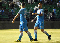 MONTERIA - COLOMBIA, 06-04-2018: Leiner Escalante (Izq) jugador de Jaguares FC celebra con Juan Pablo Zuluaga después de anotar un gol al Envigado FC durante partido por la fecha 13 de la Liga Aguila I 2018 jugado en el estadio Municipal de Monteria. / Leiner Escalante (L) player of Jaguares FC celebrates with Juan Pablo Zuluaga after scoring a goal to Envigado FC during a match for the date 13 of the Liga Aguila I 2018 at the Municipal de Monteria Stadium in Monteria city. Photo: VizzorImage / Andres Felipe Lopez / Cont
