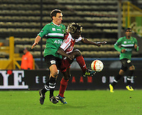 Cercle Brugge KSV - KV Kortrijk : Arnar Vidarsson zit in de rug van Ernest Nfor aan de bal.foto VDB / BART VANDENBROUCKE