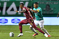 PALMIRA – COLOMBIA, 21-03-2021: William Parra del Tolima disputa el balón con Juan Camilo Angulo del Cali durante el partido entre Deportivo Cali y Deportes Tolima por la fecha 13 de la Liga BetPlay DIMAYOR 2021 jugado en el estadio Deportivo Cali de la ciudad de Palmira. / William Parra of Deportes Tolima vies for the ball with Juan camilo Angulo of Cali during match between Deportivo Cali and Deportes Tolima for the date 13 as part of BetPlay DIMAYOR League 2021 played at the Deportivo Cali stadium in Palmira city. Photos: VizzorImage / Nelson Ríos / Cont.