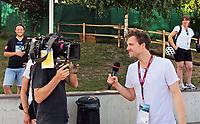 SAT1 Comedian Luke Mockridge dreht für seine Fußball-Show zur WM beim Training der Nationalmannschaft - 25.05.2018: Training der Deutschen Nationalmannschaft zur WM-Vorbereitung in der Sportzone Rungg in Eppan/Südtirol