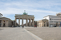 Die Auswirkungen der Corona-Krise sind zwei Tage nach Inkrafttreten der Anordnung des Senats, wonach Cafes, Kneipen, Museen, Ausstellungen, die Oper, die Universitaeten geschlossen wurden, im oeffentlichen Leben sichtbar. Bei Touristen beliebte Ausflugsziele und Plaetze sind verwaist.<br /> Im Bild: Am Brandenburger Tor sind kaum Menschen unterwegs.<br /> 16.3.2020, Berlin<br /> Copyright: Christian-Ditsch.de<br /> [NUR FUER REDAKTIONELLE ZWECKE! Werbung nur auf Anfrage beim Fotografen. Inhaltsveraendernde Manipulation des Fotos nur nach ausdruecklicher Genehmigung des Fotografen. Vereinbarungen ueber Abtretung von Persoenlichkeitsrechten/Model Release der abgebildeten Person/Personen liegen nicht vor. NO MODEL RELEASE! Don't publish without copyright Christian-Ditsch.de, Veroeffentlichung nur mit Fotografennennung, sowie gegen Honorar, MwSt. und Beleg. Konto: I N G - D i B a, IBAN DE58500105175400192269, BIC INGDDEFFXXX, Kontakt: post@christian-ditsch.de<br /> Bei der Bearbeitung der Dateiinformationen darf die Urheberkennzeichnung in den EXIF- und  IPTC-Daten nicht entfernt werden, diese sind in digitalen Medien nach §95c UrhG rechtlich geschuetzt. Der Urhebervermerk wird gemaess §13 UrhG verlangt.]