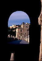 TOLEDO- ESPAÑA- 26-06-2005. Calles Toledo, España. Toledo's streets, Spain.  (Photo: VizzorImage)....