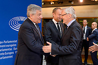 European Ceremony of Honour for Dr. Helmut KOHL - Greeting between Klaus HÄNSCH, former EP President, on the right, and Antonio TAJANI, EP President, in the presence of Donald TUSK, President of the European Council, in the centre # CEREMONIE D'HOMMAGE A HELMUT KOHL AU PARLEMENT EUROPEEN