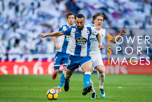 Guilherme dos Santos Torres (L) of RC Deportivo La Coruna fights for the ball with Luka Modric of Real Madrid during the La Liga 2017-18 match between Real Madrid and RC Deportivo La Coruna at Santiago Bernabeu Stadium on January 21 2018 in Madrid, Spain. Photo by Diego Gonzalez / Power Sport Images