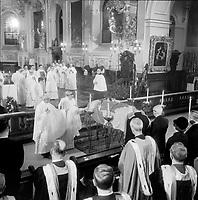 Obseques du general Vanier, le 4 mai 1967 a la Basilique-Cathedrale Notre-Dame-de-Quebec<br /> <br /> Photographe : Photo Moderne<br /> - Agence Quebec Presse