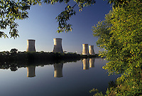 AJ3215, energy, Three Mile Island, nuclear power, electricity, Pennsylvania, Three Mile Island Nuclear Power Plant, Cooling towers reflect in the calm water of the Susquehanna River in Middletown in the state of Pennsylvania. Site of the 1979 radioactive nuclear accident.