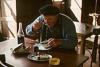 """Europe/France/Auvergne/12/Aveyron: Aubrac - """"Chez Germaine"""" - Buronnier du buron de canut à sa table [Non destiné à un usage publicitaire - Not intended for an advertising use] [Non destiné à un usage publicitaire - Not intended for an advertising use] <br /> PHOTO D'ARCHIVES // ARCHIVAL IMAGES<br /> FRANCE 1980"""