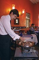 "Asie/Inde/Maharashtra/Bombay: Restaurant ""Bussaba"" - Serveur"