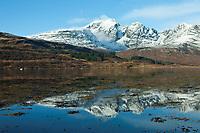 Schottland, Innere Hebriden, Insel Isle of Skye, Blick von Torrin auf die Cuillin Hills ueber das Loch Slapin, Europa, Grossbritannien, 16.02.2010; QF; <br /> <br /> (Bildtechnik: sRGB, <br /> 72.00 MByte vorhanden)<br /> <br /> <br /> Engl.: Europe, Great Britain, Scotland, Inner Hebrides, Isle of Skye, Loch Slapin, mountains, landscape, snow, valley, water, February 2010