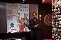 """Sonderausstellung """"Der Rote Gott – Stalin und die Deutschen"""" ueber den Stalin-Kult in der fruehen DDR in der Gedenkstaette Berlin-Hohenschoenhausen.<br /> In der Ausstellung werden Objekte des Stalin-Kults gezeigt. Dazu gehoert ein identischer Abguss der fast fuenf Meter hohen Stalin-Statue, die bis 1961 auf der Stalinallee, der heutigen Karl-Marx-Allee, stand.<br /> Im Bild: Kurator Andreas Engwert.<br /> 23.1.2018, Berlin<br /> Copyright: Christian-Ditsch.de<br /> [Inhaltsveraendernde Manipulation des Fotos nur nach ausdruecklicher Genehmigung des Fotografen. Vereinbarungen ueber Abtretung von Persoenlichkeitsrechten/Model Release der abgebildeten Person/Personen liegen nicht vor. NO MODEL RELEASE! Nur fuer Redaktionelle Zwecke. Don't publish without copyright Christian-Ditsch.de, Veroeffentlichung nur mit Fotografennennung, sowie gegen Honorar, MwSt. und Beleg. Konto: I N G - D i B a, IBAN DE58500105175400192269, BIC INGDDEFFXXX, Kontakt: post@christian-ditsch.de<br /> Bei der Bearbeitung der Dateiinformationen darf die Urheberkennzeichnung in den EXIF- und  IPTC-Daten nicht entfernt werden, diese sind in digitalen Medien nach §95c UrhG rechtlich geschuetzt. Der Urhebervermerk wird gemaess §13 UrhG verlangt.]"""