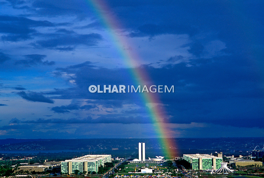 Arco-Iris na cidade de Brasília. 2002. Foto de Salomon Cytrynowicz.