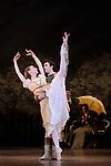 ONEGUINE..Choregraphie : CRANKO John.Mise en scene : CRANKO John.Compositeur : TCHAIKOVSKI Piotr Ilyitch.Decor : ROSE Jurgen.Lumiere : BJARKE Steen.Costumes : ROSE Jurgen.Avec :.HEYMANN Mathias.OULD BRAHAM Myriam.Lieu : Opera Garnier.Ville : Paris.Le : 15 04 2009.© Laurent PAILLIER CDDS Enguerand