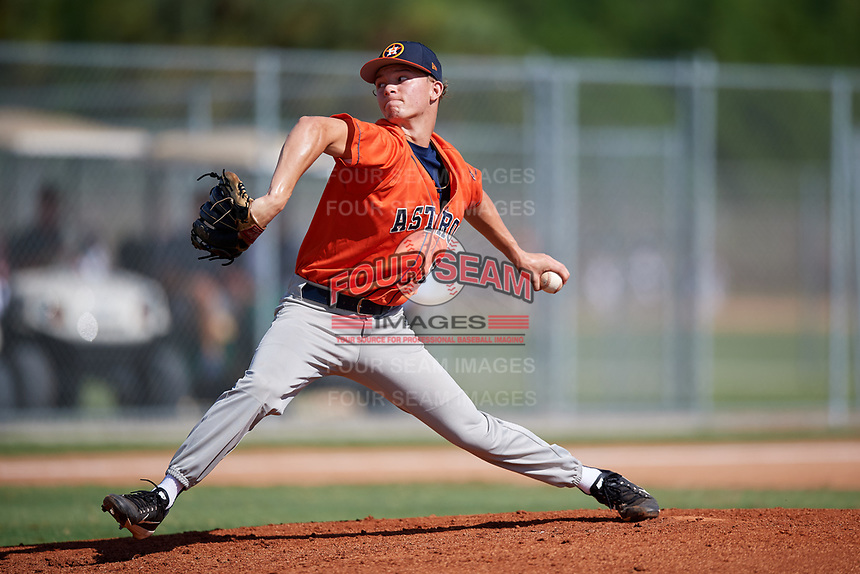 Ryan Cabarcas during the WWBA World Championship at the Roger Dean Complex on October 19, 2018 in Jupiter, Florida.  Ryan Cabarcas is a left handed pitcher from Pembroke Pines, Florida who attends American Heritage High School and is committed to Florida.  (Mike Janes/Four Seam Images)
