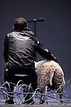 SHEEP..texte et conception Mohamed El Khatib..Avec : Samuel Dutertre, Olivier Morvan, Séverine Ragaigne, Sheep..maître-ovin Guilheim Rivaillon ..Lieu : Theatre de la Ville..Cadre : Danse Elargie..Ville : Paris..Le : 26 06 2010..© Laurent PAILLIER / www.photosdedanse.com..All Rights reserved