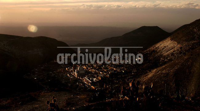 Real de Catorce town ,surrounded by mountains, is seen at sunset, Mexico  on Febrary 2, 2006..Born in Argentina, photographer Ivan Pisarenko in 2005  decided to ride his motorcycle across the American continent. While traveling Ivan is gathering an exceptional photographic document on the more diverse corners of the region. Archivolatino will publish several stories by this talented young photographer..Closer look at  Ivan's page www.americaendosruedas.com...