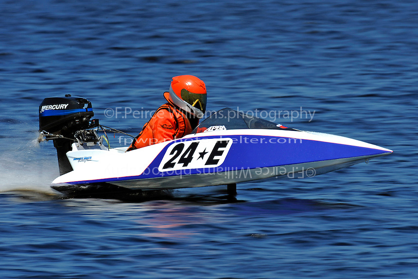24-E   (Outboard runabout)