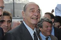 Jacques Chirac a visitÈ le Salon de l'Agriculture, aux cÙtÈs de Bruno LeMaire, Jean-Louis Borloo et Christian Jacob. Les visiteurs du Salon se sont empressÈs pour approcher l'ancien PrÈsident.