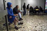- Milano, dormitorio comunale di via Maggianico occupato ed autogestito da immigrati e senzatetto per protesta contro la chiusura<br /> <br /> - Milan, public night shelter of city municipality squatted and self-managed by immigrants and homeless in protest against the closure