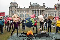 Mitglieder der Umweltorganisation BUND und von campact protestierten am Freitag den 6. Maerz 2020 vor dem Reichstagsgebaeude anlaesslich der Diskussion zum Kohlegesetz im Deutschen Bundestag.<br /> Sie forderten einen Stopp des Kohlekraftwerk Datteln-4 in Nordrhein-Westfalen und einen schnelleren Ausstieg aus der Kohleverstromung als 2038.<br /> Im Bild: Zwei Demonstranten veranstalteten, verkleidet als Bundeskanzlerin Angela Merkel und Finanzmininster und Fizekanzler Olaf Scholz, ein Planeten-Barbecue, bei dem die Erde ueber Kohle gegrillt wird.<br /> 6.3.2020, Berlin<br /> Copyright: Christian-Ditsch.de<br /> [NUR FUER REDAKTIONELLE ZWECKE! Werbung nur auf Anfrage beim Fotografen. Inhaltsveraendernde Manipulation des Fotos nur nach ausdruecklicher Genehmigung des Fotografen. Vereinbarungen ueber Abtretung von Persoenlichkeitsrechten/Model Release der abgebildeten Person/Personen liegen nicht vor. NO MODEL RELEASE! Don't publish without copyright Christian-Ditsch.de, Veroeffentlichung nur mit Fotografennennung, sowie gegen Honorar, MwSt. und Beleg. Konto: I N G - D i B a, IBAN DE58500105175400192269, BIC INGDDEFFXXX, Kontakt: post@christian-ditsch.de<br /> Bei der Bearbeitung der Dateiinformationen darf die Urheberkennzeichnung in den EXIF- und  IPTC-Daten nicht entfernt werden, diese sind in digitalen Medien nach §95c UrhG rechtlich geschuetzt. Der Urhebervermerk wird gemaess §13 UrhG verlangt.]