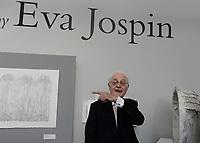 Lionel JOSPIN sur le stand d'Eva Jospin - VERNISSAGE FIAC PARIS 18/10/2017 - FRANCE