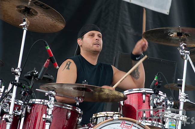 Red Line Chemistry playing Pointfest 29 at Verizon Wireless Amphitheater.